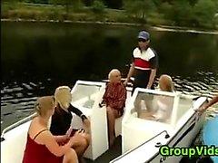 Horny Пользователи встречаясь интим на катере