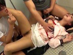 Sıcak japon bebek bdsm çift oral seks ve tüylü kedi oyuncak