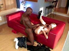 Svart kille kräm en kåt vitt slampa får efter BJ och att knulla hennes fitta