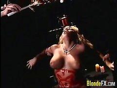 Blonde проститутка приглашению в культ Совещания