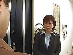 Yukino undresses byrån dräkt medan sugande