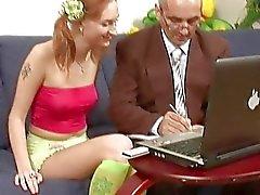 Vanhukset opettajien tarjoaa perheille playgirl porausta