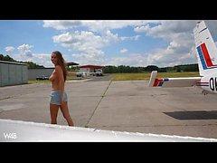 alasti lentokoneen