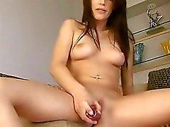Sulu orgazm kadar kedi ile oynarken nasty genç
