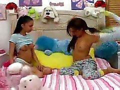 Sıcak Gençler Babysitter bir blowjob.F70 vermek