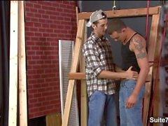 Asenna homo- työntekijälle saa munaa sekä jizzed