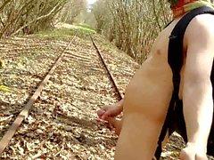 tren parçalar ile ilgili çıplak doğa yürüyüşü gerçekleştirildi
