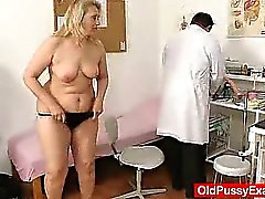 Blonden Haaren mollige total Mütter Möse von Arzt erforscht