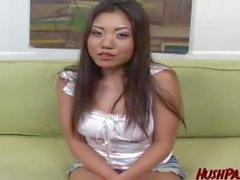 Ama de casa de Kaiya necesita dinero en efectivo, para obtener su hombre un regalo de cumpleaños! Asiático loco