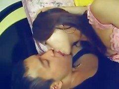 Kinesisk flicka med sin pojkvän