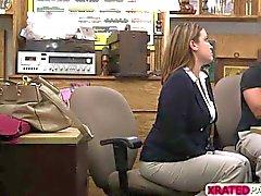 Бизнес-леди детка выебанная в офисе