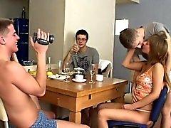 Вверх групповой секс Ваш пойман на вебкамеру