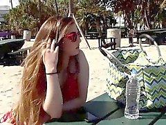 Gina Valentina leckt Kobi Brians natürliche Titten