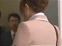 Segretario asiatico ottiene orgia l'ascensore per un viso crema