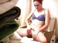 La hermana masturbating en tocador