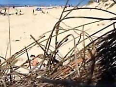 voyeuring mi preciosa sobrina en la playa desnuda