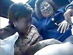 De la abuelita Los asiáticos en el bus