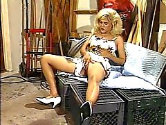 Роговой блондин пойман мастурбации от дворник