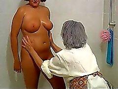 OmaPass BBW paffuto nonna con la antico della donna maturo in vasca da bagno