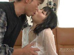 Lei prende in giro il un detergente per ass per mezzo del suo culo buco - Mikan Kusunok