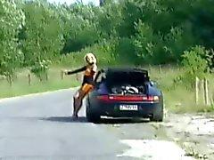 El hombre de de la mujer autoestopista follando