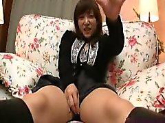 Sexy Asian Babe spielt mit sich selbst und bekommt ihren Busch pounde