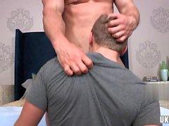 Sexo anal gay muscular com facial