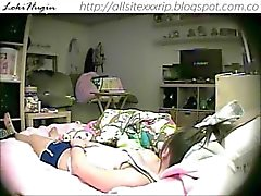 Teen gefangen Masturbieren im Schlafzimmer (versteckte Cam - Peepholecam 022213)