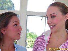 CFNM Chanel Preston lambe buceta enquanto porra