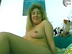 Eccitata con suocera brunetta piscio e il suo cazzo