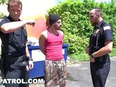 GAYPATROL - Silent Alarm auslöst Cops einen Perp To Fuck (xg16057)