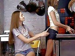 Dildo spelar teen gal
