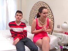 Soraya verliert ihre Unschuld von Hähnen umgeben