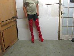 9 inçlik stiletto topuk çizmelerimde poz veriyor