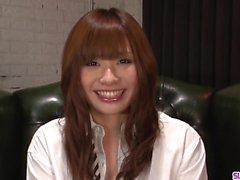 Adolescente Mami Yuuki jizzed no rosto depois boquete sério