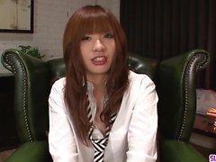 Teen Mami Yuuki jizzed på ansiktet efter seriös blowjob