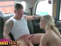 Female Fake Taxi Stud cubre a los conductores sexy tetas grandes en cum