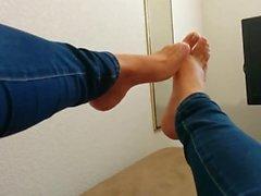 På irma mais novaen do meu marido exibe seus till Lindos pes NA- cama
