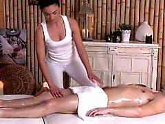 Den flott erotic masseuse att slita klient närbild
