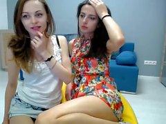Le duo ukrainien aime le sexe sensuel avant que Vica ne souffle sa charge dans la bouche de Milla