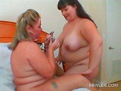 Silvestres lesbo namoradas BBW trabalho seus seios grandes