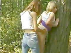Lesbische tieners in het bos
