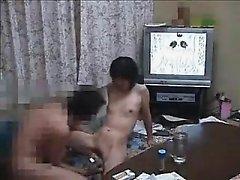 Asian Teen Babe mit Spielzeug stimuliert geht dann nach unten auf Geck
