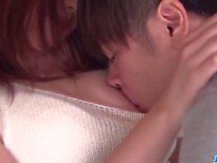 Kıllı Japon hatun Yukina Saeki keyifle öfkeli horoz sürmek
