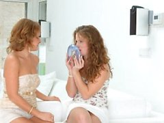 Älskog den lesbisk sätt med Sylvia Lauren och Bunny