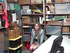 Подростка Shoplifter поймала охранником штраф есть ебут