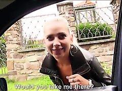 De Jessie Sinclair ofrece de BJ hacia atrás del coche