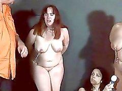 Tre sexslaves dominati ei giocattoli sessuali degradante