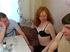 Amateure - russische Bisexuelle - schöne Rotkopfente Geldmarktfonds
