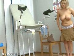 Blonda patienten tar her doktorer Fyll i munnen